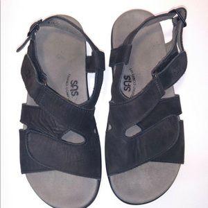 Women's Black SAS Sandles. New never worn.
